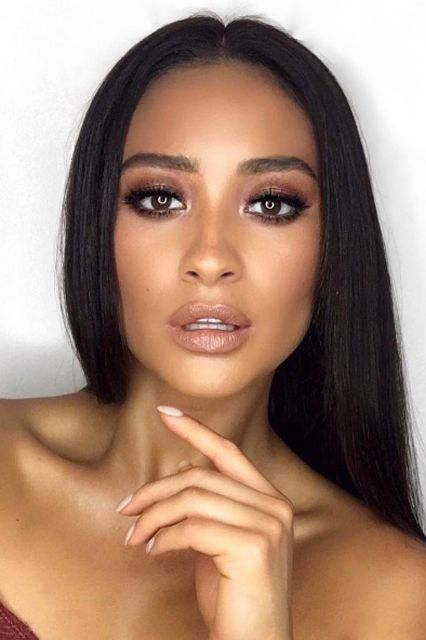 Shay MitchellMakeup artist Patrick Ta crafted his signature upturned eye on Shay Mitchell this week in enviable shades of bronze. Tip: Don't forget to highlight the inner corners to keep the look bright. #refinery29 http://www.refinery29.com/2016/10/125462/gigi-hadid-gold-eyeshadow-glossy-lips-fall-trend#slide-9