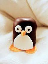 School traktatie pinguin van negerzoen en fondant / marsepein.
