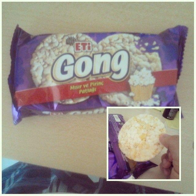 """.@eti, """"normal tüketici"""" için #Gong'u çıkarmış. Gong, #Form'a göre biraz daha yağlı ve tuzlu. Bulduğunuz da alın. ;)"""