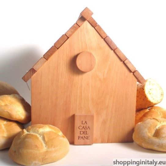 Breadbox House is a bread holder made of beechwood and well-finished with natural oils. #bread #breadbox #breadholder #wood #madeinitaly #shoppinginitaly #kitchen http://www.shoppinginitaly.eu/product/breadbox-house/
