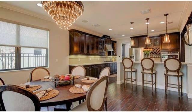 En Palm Harbor contamos con viviendas de lujo, en donde todos los accesorios han sido perfectamente seleccionados para hacer de cada espacio un ambiente elegante, cálido y moderno. Si desea más información sobre esta casa, visite nuestro sitio web. 2614 Grand Lakeside Dr. #PalmHarbor #florida #tampa #vivirenflorida #casasdelujo #bienesraices #asesordebienesraíces #invertir #luxuryrealestate #luxuryhomes #cocina #bhhsrealestate #teamazuaje #realestate