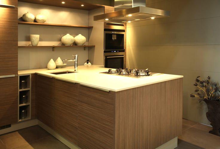 Keukenopstelling bij Van Wanrooij in Tiel: http://vanwanrooijtiel.nl/inspiratie/keuken-ideeen/keuken-stijlen/moderne-keuken/