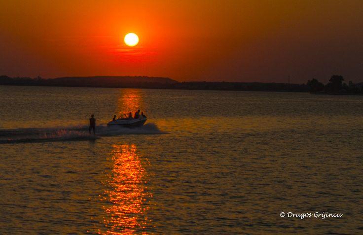 Apus de soare pe Lacul Morii. Bucuresti