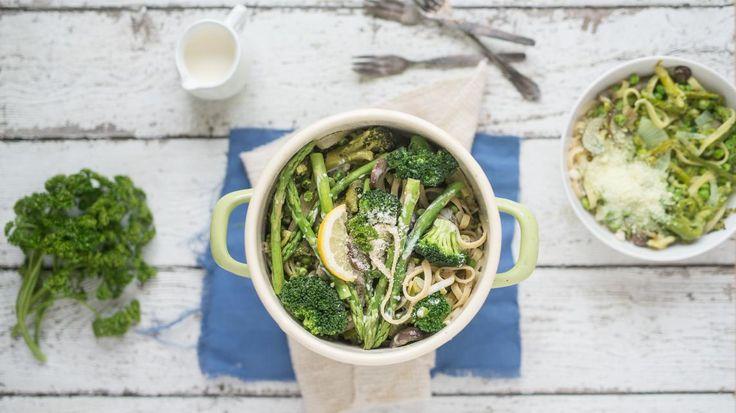 Eenpanspasta met broccoli, erwtjes en asperges | VTM Koken