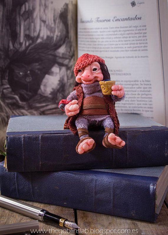 MAGIC DOLL. OOAK ART. criatura fantástica mascota brownie Dugall el por GoblinsLab. Criaturas Mágicas de Fantasía hechas a mano, por el artista plástico Moisés Espino. The Goblin´s Lab. Madrid, España. Criaturas de leyenda 100% hechas a mano y alimentadas en casa. Duendes, Hadas, Trolls, Goblins, Brownies, Fairies, Elfs, Gnomes, Pixies.... LINKS del artista: http://thegoblinslab.blogspot.com.es/ https://www.etsy.com/shop/GoblinsLab http://goblinslab.deviantart.com/