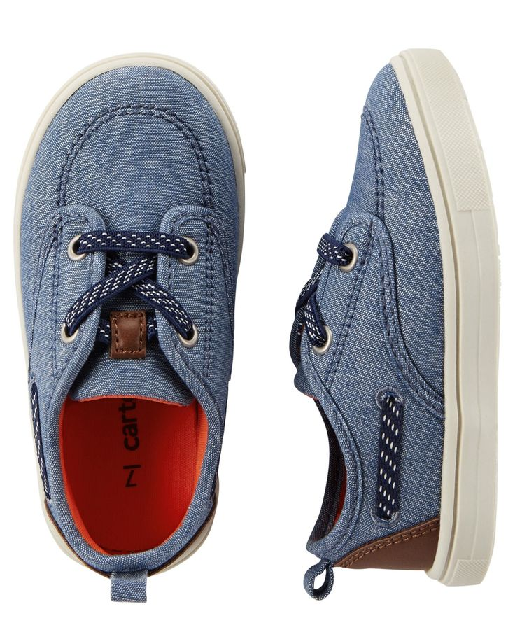 Equipped with padded insoles and contrasting details, these handsome boat shoes go great with his summer outfits!