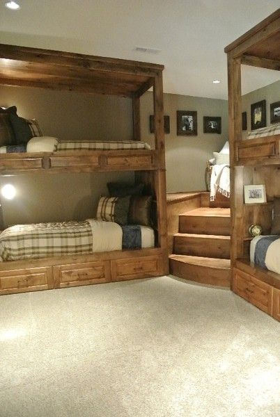 コーナーを上手に使った、重厚な造作の2段ベッドのあるベッドルーム1                                                                                                                                                                                 もっと見る