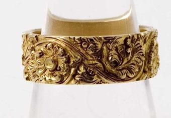 Hand Carved 18kt Gold Wedding Band