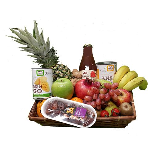 Quality Fruit Baskets. Fruitmand langwerpig  1x Ananas  1x blik Mango 400 ml.  1x blik Ananas 40 ml.  1x flesje Schulp vruchtensap 0,75 L.  1x Dadels 150 gr.  3x Banaan  2x Appel rood  2x Appel groen  2x Sinaasappel  2x Kiwi  1x Granaatappel  2x Peer  1x Druiven  1x overige decoratie