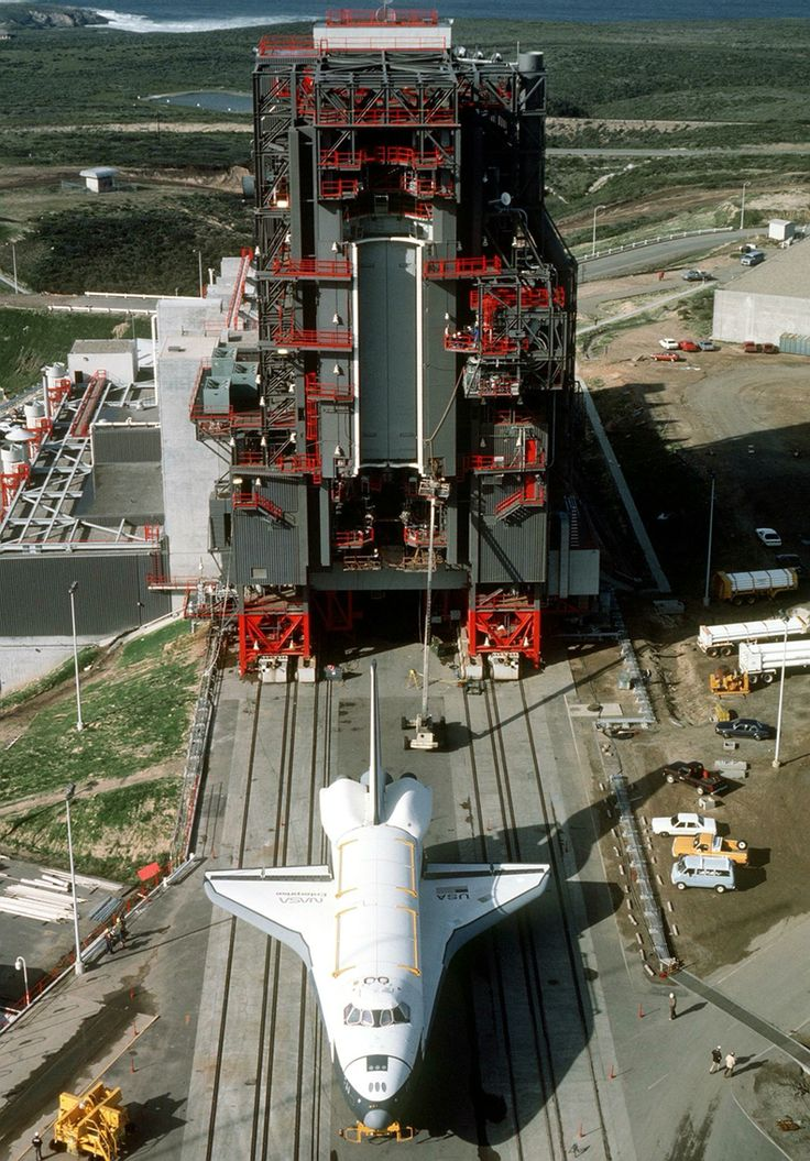 nasa s unused 80 s space shuttle launch facility at vandenberg afb in california launch facilities pinterest space shuttle spaces and west coast