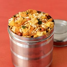 #cornflakessnack Made with peanuts, rice and cornflakes. http://comfortfoodhq.com/cornflakes-mixture/
