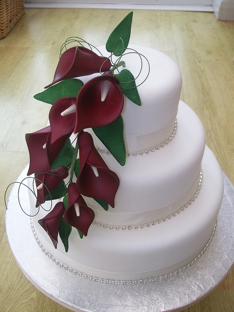red calla lily Wedding cake