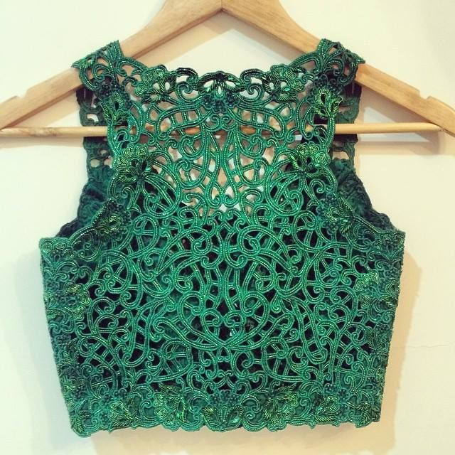 Cutwork embroidery on blouses. Read more http://fashionpro.me/10-different-types-embroidery-embellishments-blouses-35-pics