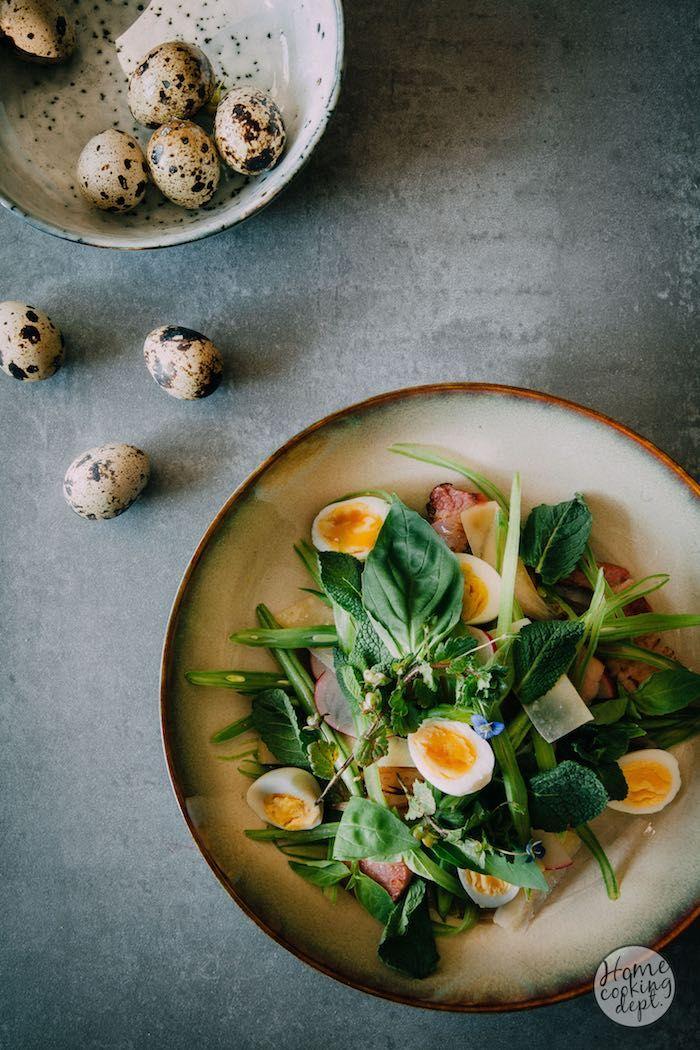 Super lekkere variant van een snijbonen recept, verwerkt als snijbonen salade met spekjes, kaas en kwarteleitjes. Leuk als voorgerecht!