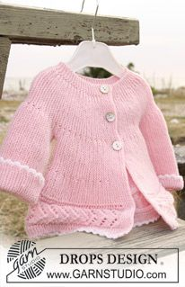 """DROPS jacket knitted from side to side in garter st and lace pattern in """"Baby Merino"""". ~ DROPS Design"""