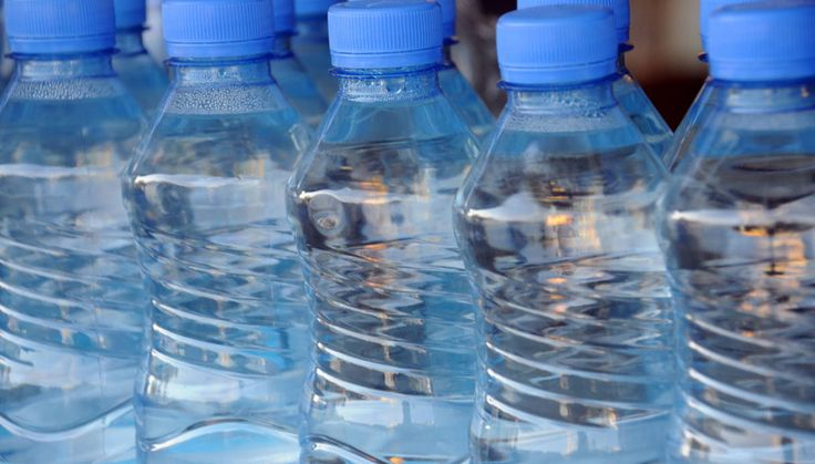 Un basso residuo fisso nell'acqua minerale indica il livello di leggerezza. Il valore è indicato sulle etichette e permette di scegliere quella più adatta