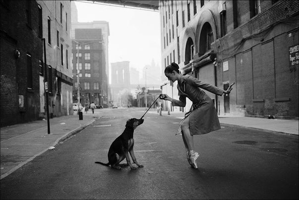 The Beautiful Ballerina Project (35 photos) - My Modern Metropolis. En pointe whilst giving the poochie pointers