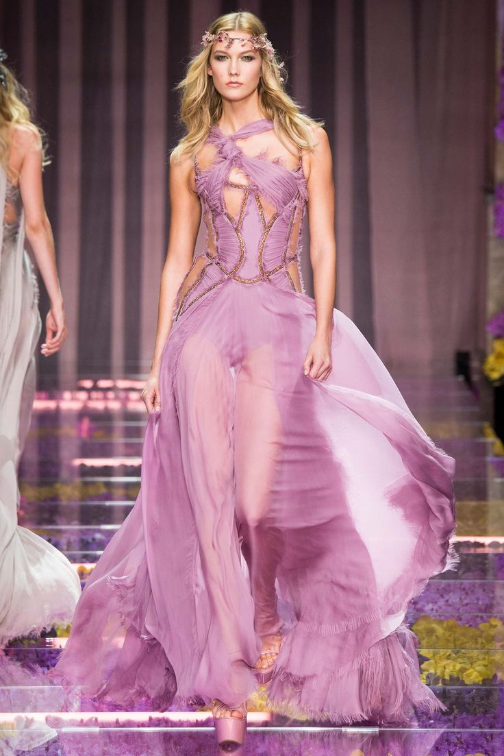 Desfile Atelier Versace - Helena Bordon
