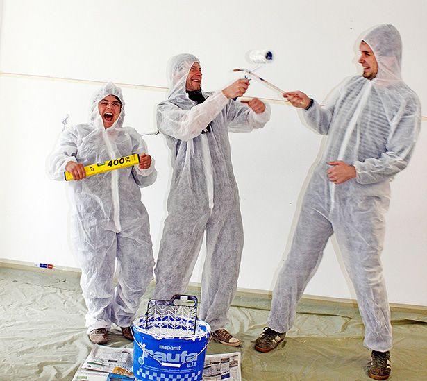 tatkräftig-Freiwillige streichen die Räume der Einrichtung Leben mit Behinderung Hamburg.