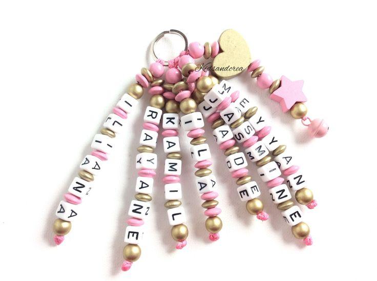 Porte-cles personnalise perles en bois 7 prenoms : Porte clés par attache-tetine-personnalisee