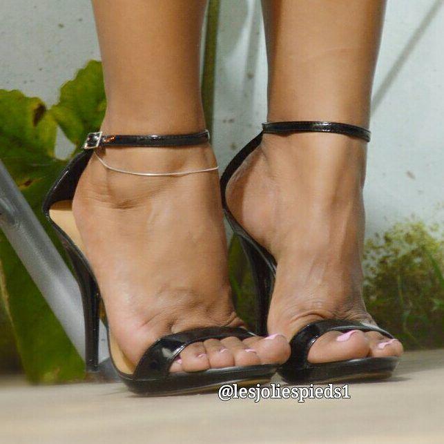 Feetporn feetfetish shoesporn highheels feetjob sexyfeet feetporn sexywoma