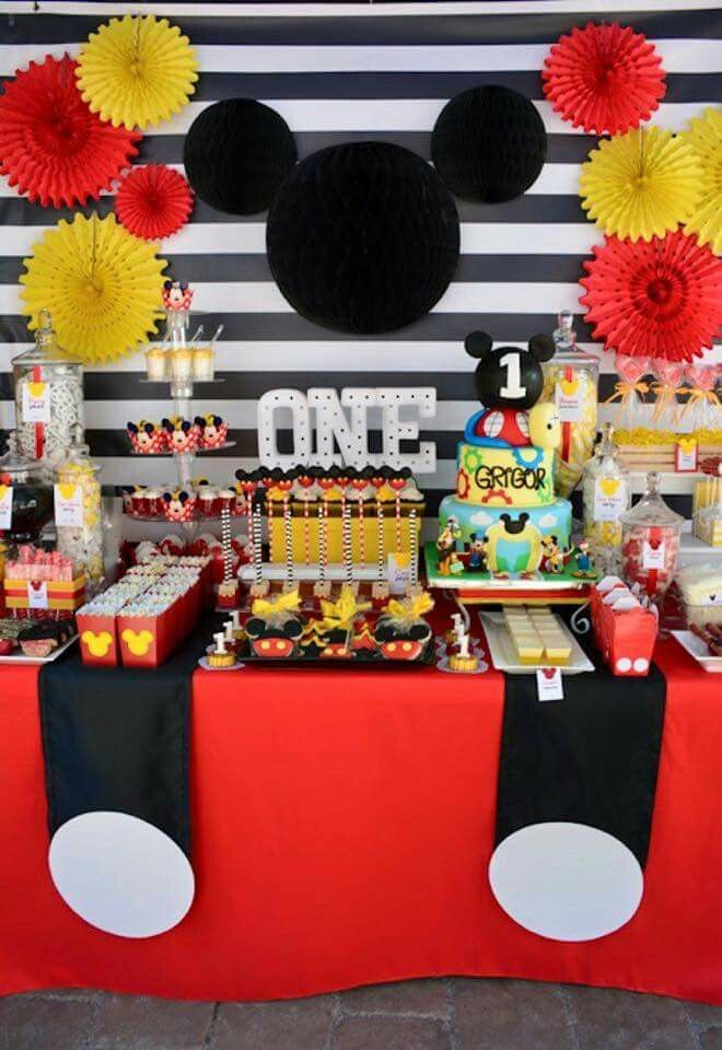 Mickey Mouse Party Set-Up / Decorations