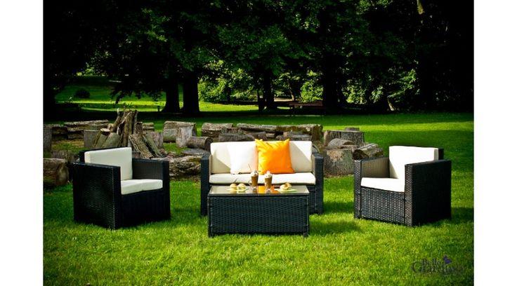 Ez a precízen tervezett és kivitelezett Bello Giardino kerti bútor nagyon kellemes pihenést biztosít. Klasszikus, helytakarékos, és mégis nagyon kényelmes. A magas minőségű polyrattan (műrattan) fonat hosszú távú használatot garantál: a kerti