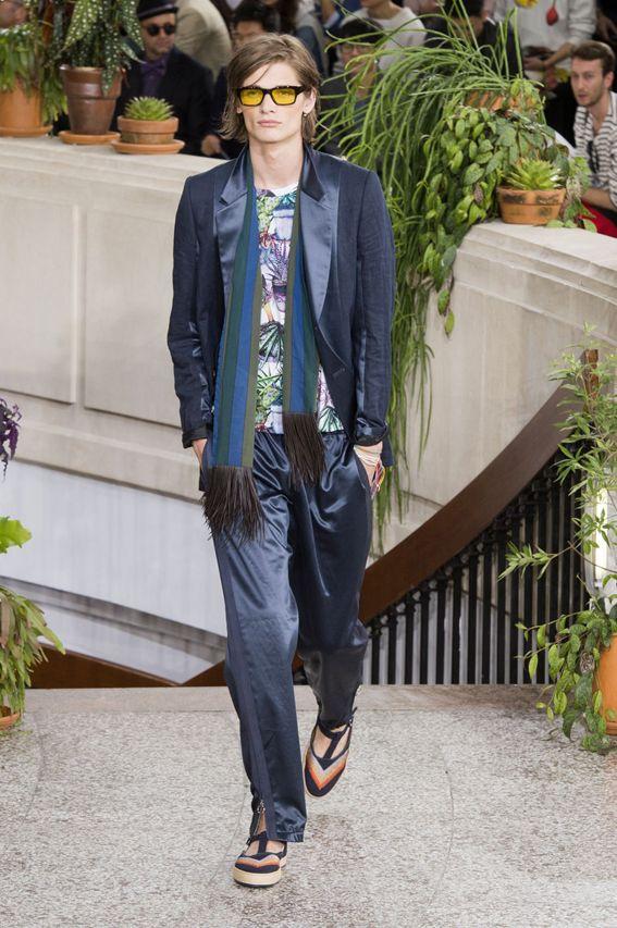 Mode à Paris S/S 2015 - Paul Smith See all fashion show at: http://www.bookmoda.com/?p=20220 #spring #summer #SS #catwalk #fashionshow #menswear #man #fashion #style #look #collection #paris #fashionweek #paulsmith @paulsmithdesign