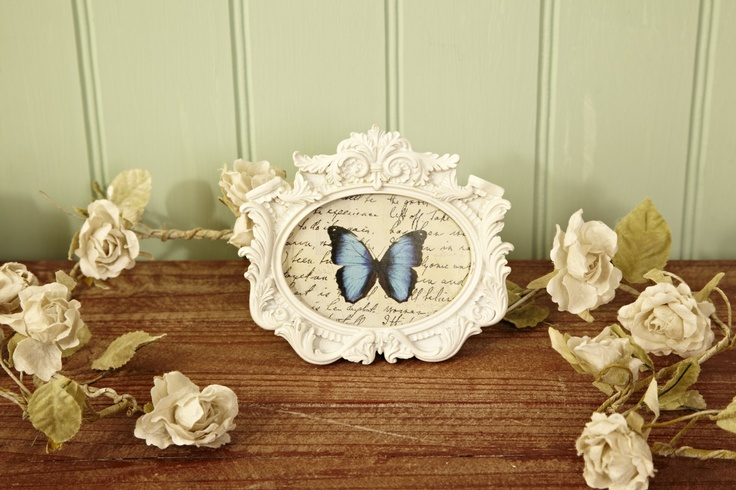 Beautiful frame and flower garland order from www.stylxchange.co.uk
