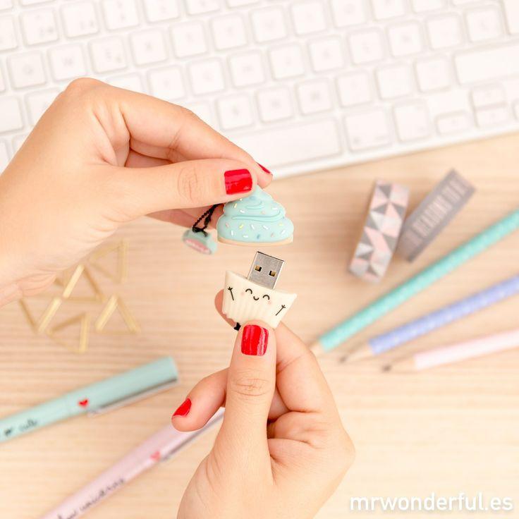 Memoria USB - Madalena. La estrella de esta Navidad no tiene forma de estrella ¡tiene forma de cupcake! Cuánto cariño le habéis cogido ya al nuevo USB en forma de magdalena de 16gb #mrwonderfulshop #usb