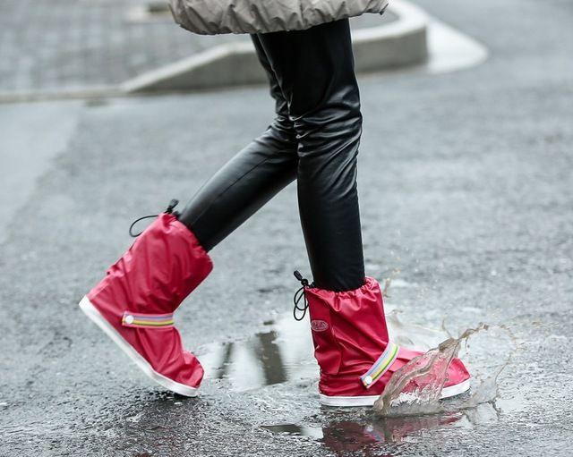 2016 popular portátil engrosamiento antideslizante resistente al desgaste zapatos impermeables cubren mujeres de lluvia cubiertas del zapato