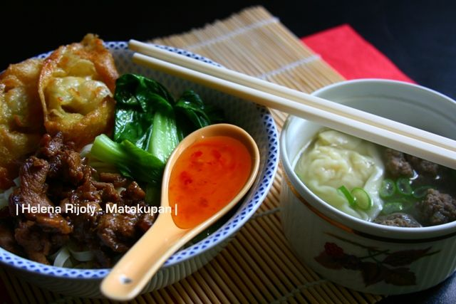 Annie's 1-2-3 Dish: Mie Ayam Pangsit // Noodle Soup with Chicken Topping and Wonton