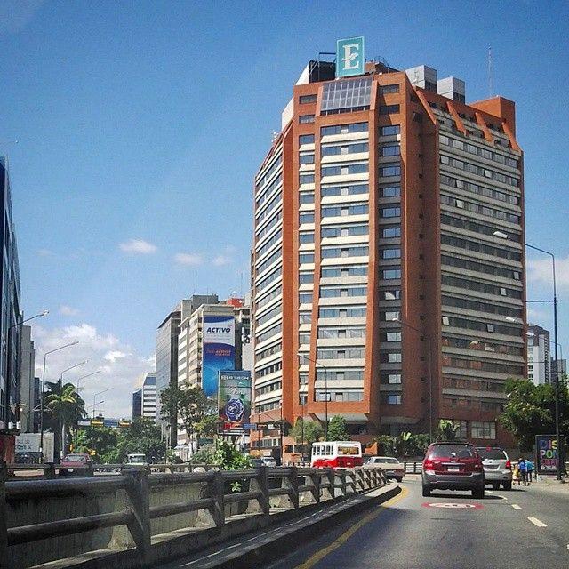 "69 Me gusta, 11 comentarios - Mara (@mara.jg) en Instagram: ""Embassy Suites Hotel #Caracas #Venezuela #arquitectura #architecture #hotel #embassysuites #chacao…"""