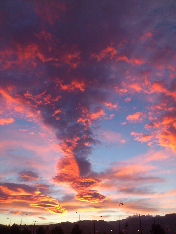 Están los amaneceres, los amaneceres bonitos y los amaneceres de Granada (Source @joseGCF1998)