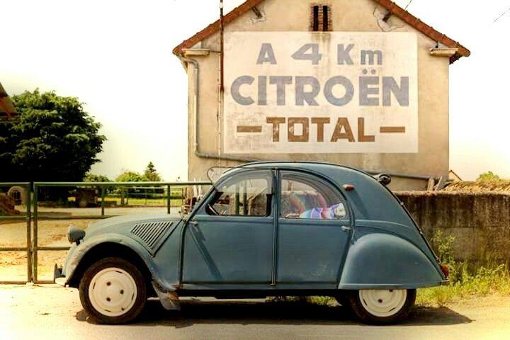 Citroën 2 chevaux Peinture murale Total à 4 km