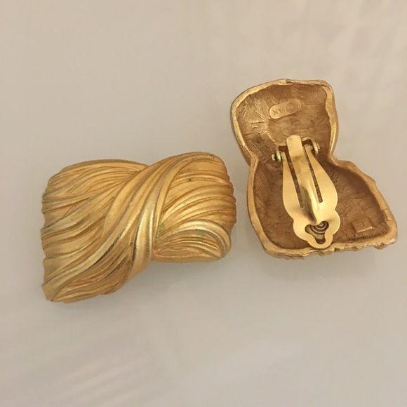 Matte gold, clip Anne Klein vintage earrings