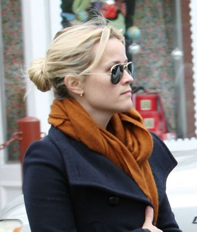 Reese Witherpoons casual bun hairstyle