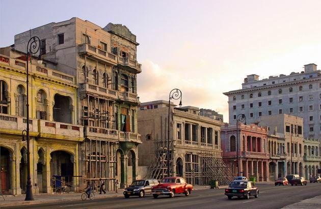 Κούβα Η Κούβα σίγουρα θα σας εντυπωσιάσει με τους χαλαρούς ρυθμούς της και την απλότητα των κατοίκων της. Περπατήστε στους δρόμους της Αβάνας, πιείτε τον καφέ σας στο Cafe Havana, και δείτε το σόου στο διάσημο  καμπαρέ Tropicana. Θέλετε κι άλλα για να αποφασίσετε να την επισκεφτείτε;