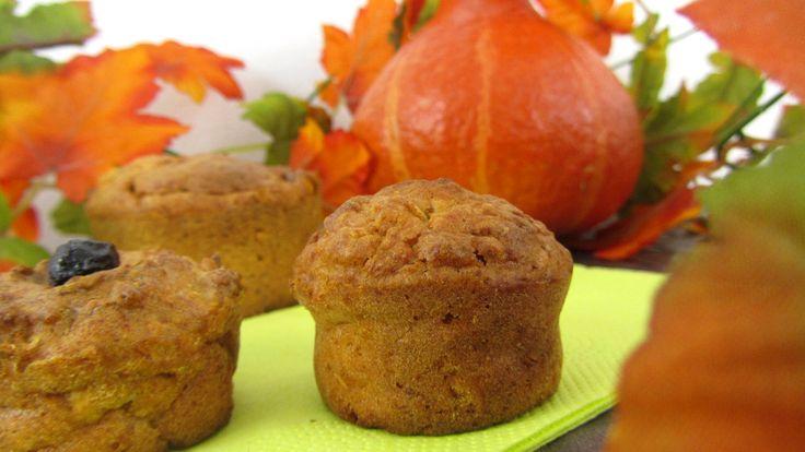 Halloween-Babyrezept für Kürbis-Apfel-Muffins ohne Zucker auf babyspeck.at. Für BLW-Anfänger. Kürbismuffins als Babysnack für unterwegs oder zum Geburtstag.