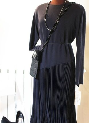 Compra il mio articolo su #vinted http://www.vinted.it/abbigliamento-da-donna/vestitini-a-media-lunghezza/58932-vestito-nero-gonna-plissettata-taglia-l