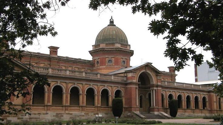Goulburn Court House. Goulburn is a large provincial city north east of Lake George.