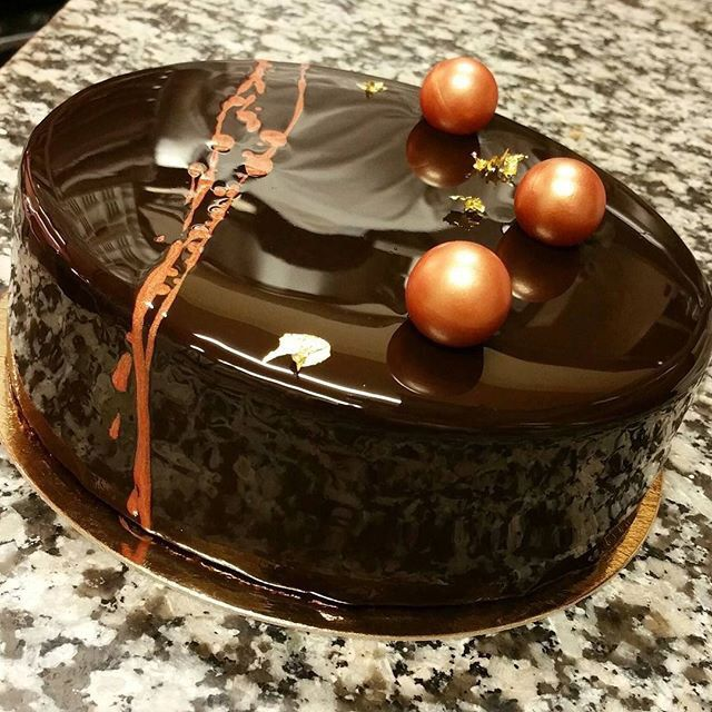 Amazing chocolate mirror cake