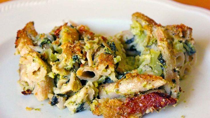 Pasta al forno vegana, penne al forno gratinate con ragù vegano erbe aromatiche