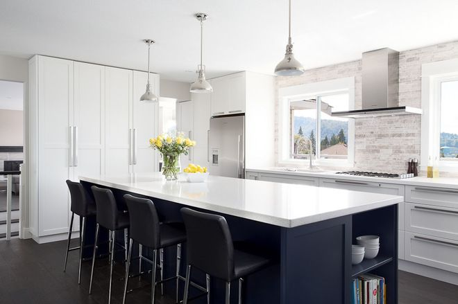 Decoration : Contemporary Kitchen Design With Black Stool Kitchen Island White Countertop L Shape Kitchen Layout Lovely Color and Natural Furniture to Get Contemporary-style Home Decorating Ideas White Kitchen Cabinet Doors. Charcoal Paint Interior. White Colored Stool.