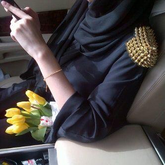THEM SPIKES ON THEM SHOULDERS. #ilike #hijab