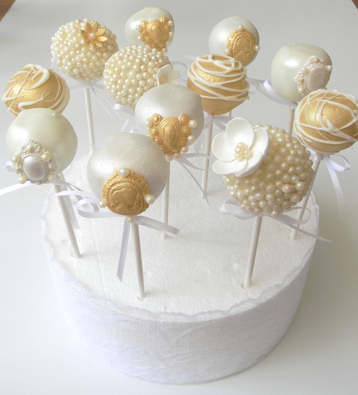 Vintage lace, brooches and pearls themed wedding pops. Created by Just call me Martha https://www.facebook.com/#!/media/set/?set=a.305074052873292.69514.135227659857933&type=1