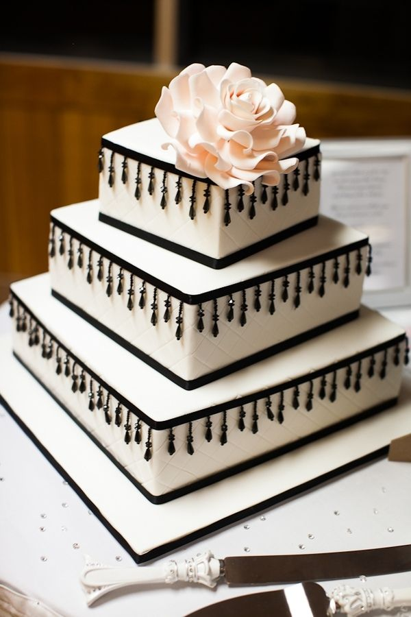 Quilted square wedding cake with quilting black beaded for Decoration layer cake