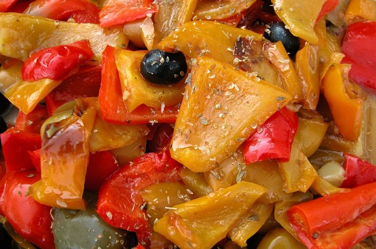 Insalata-di-peperoni-grigliati-ed-olive-nere-75655