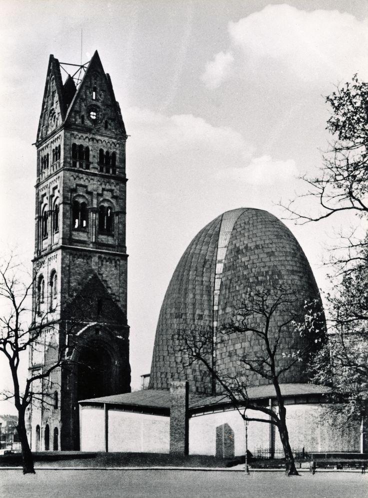 Paul Schneider-Esleben. Architekt Paul Schneider-Esleben, St. Rochus, Düsseldorf (1952-55) © Architekturmuseum TUM Foto: Rudolf Eimke