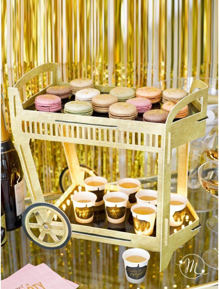 Wedding drinks trolley.  Carrellino in cartoncino rigido per bevande o dolciumi.  Il tutto è illuminato con luci a led per dare un tocco di classe all'evento.  Misure: 33 x 34 x 19 cm. #matrimonio #wedding #confettata #accessori #buffet #ceremony #party #weddingdrinks #dolci